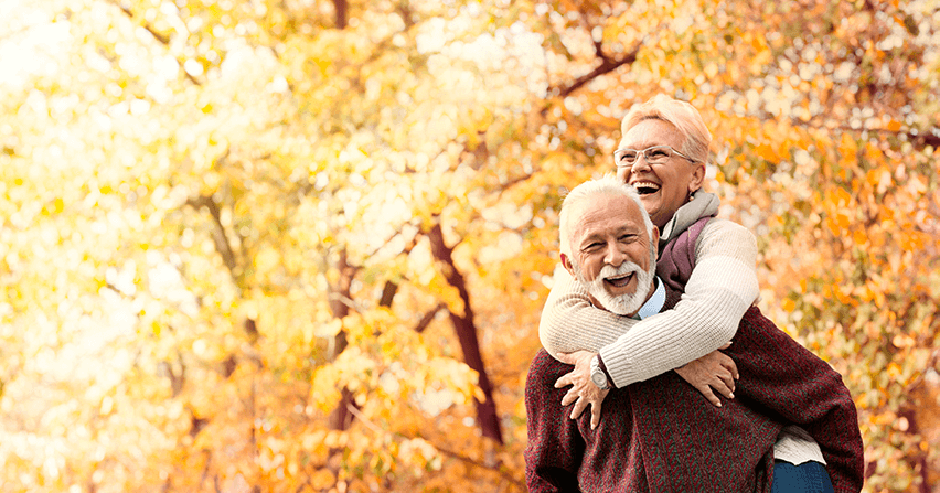 ederly-couple-smiling-fall-autumn