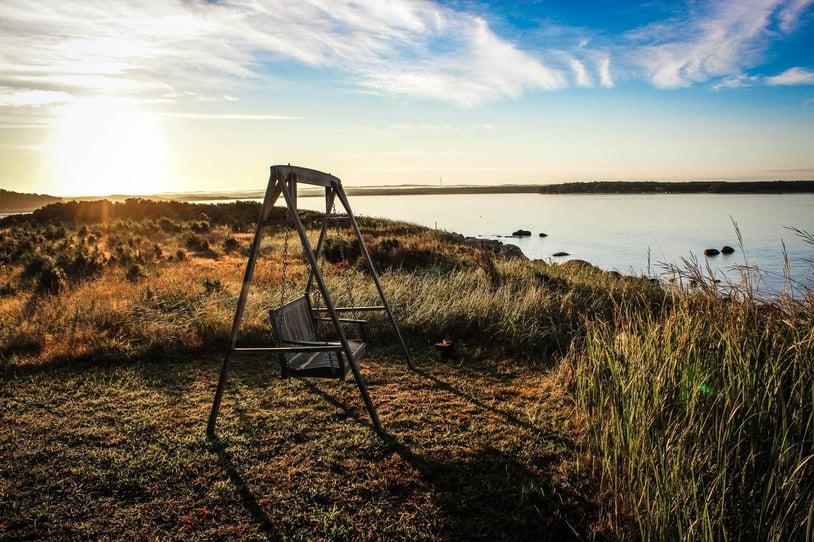 empty-swing-by-an-empty-lake