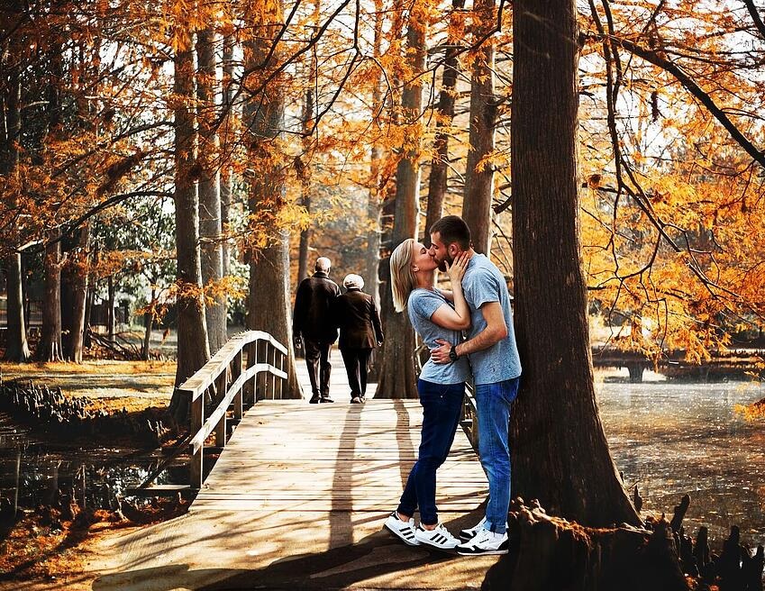 fall-old-couple-walking-young-couple-kissing