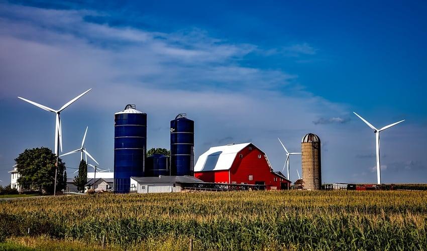 iowa-red-barn-farm-corn