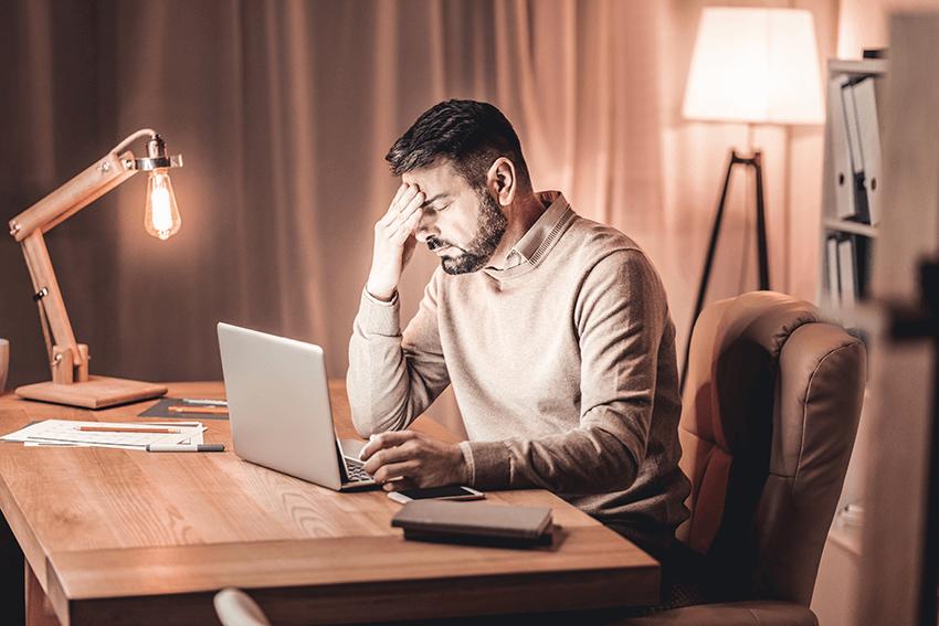 man-stressed-work-laptop