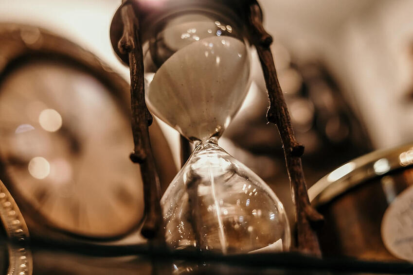 shallow-focus-photography-of-hourglass